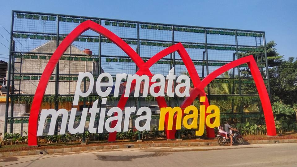 Permata_Mutiara_Maja_billboard